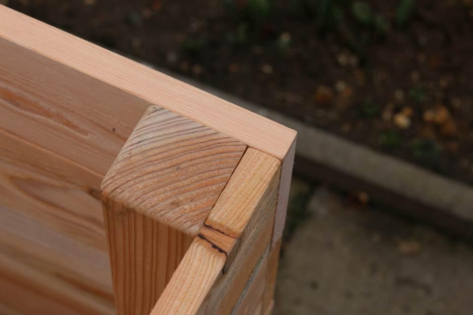 Einfaches Hochbeet selber bauen Ecke Verbindung Pfosten