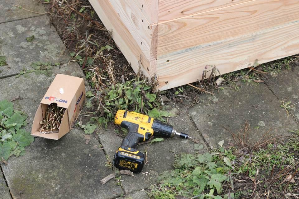 Einfaches Hochbeet selber bauen Schrauben Akkuschrauber